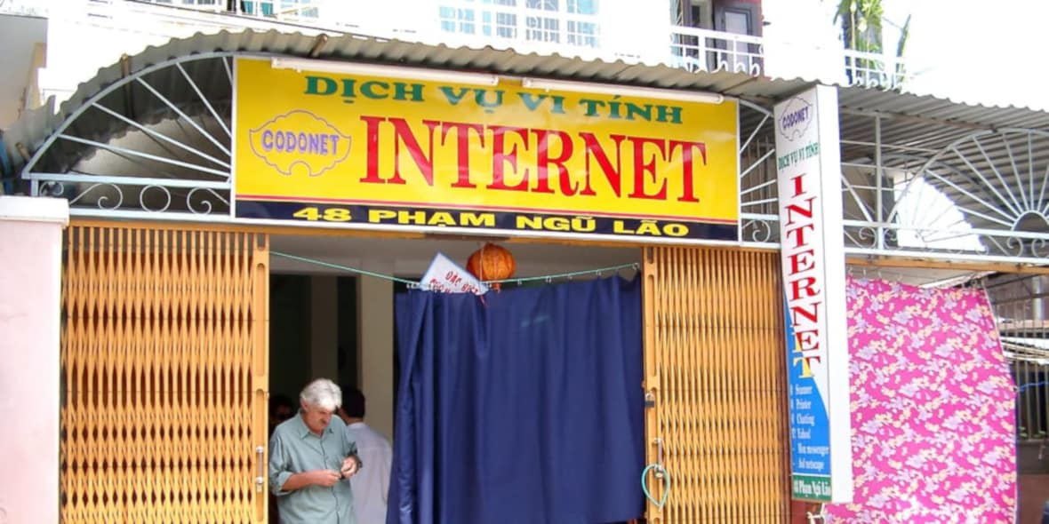 Vietnam internet cafe