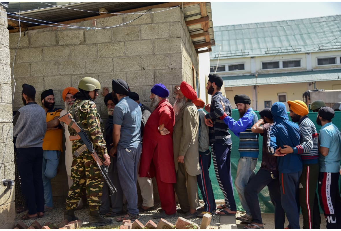 People voting in Kashmir general election amid internet shutdowns