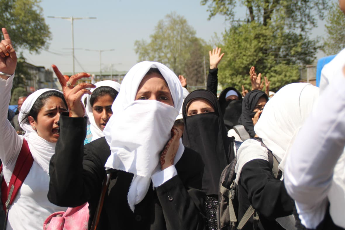 Students in Kashmir protest against Indian government