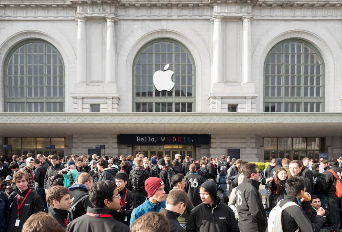 Crowds Outside the Apple WWDC